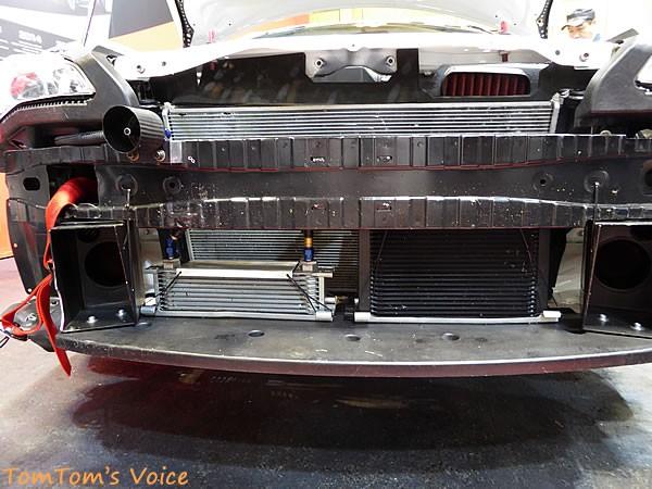 大阪オートメッセ2016でのトヨタGRMN86ニュル仕様車のエンジンルームフロントエンド画像