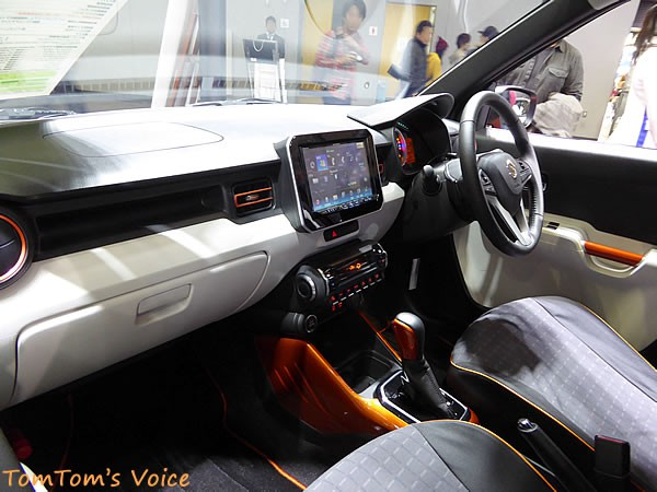 大阪オートメッセ2016の新型イグニスの車内画像