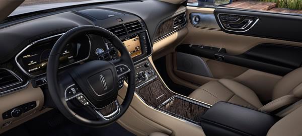 新型「Lincoln Continental」のインパネ画像