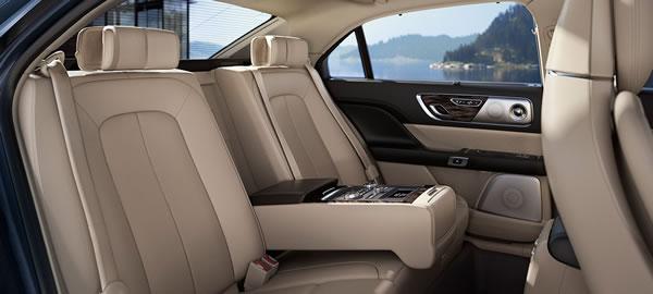 新型「Lincoln Continental」の後席シート画像