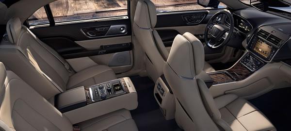 新型「Lincoln Continental」の室内画像