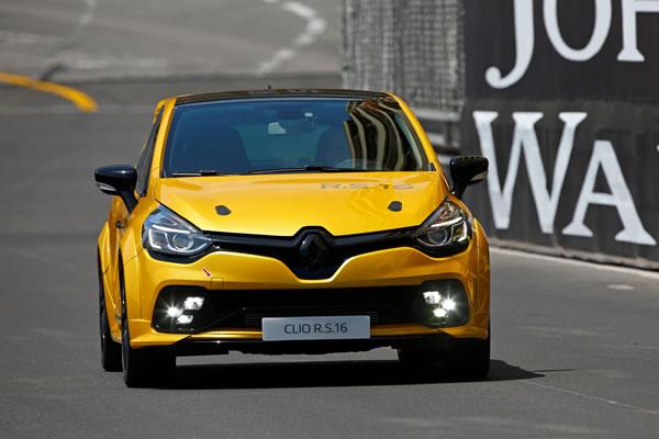 Clio RS16 Conceptの走行中フロント画像