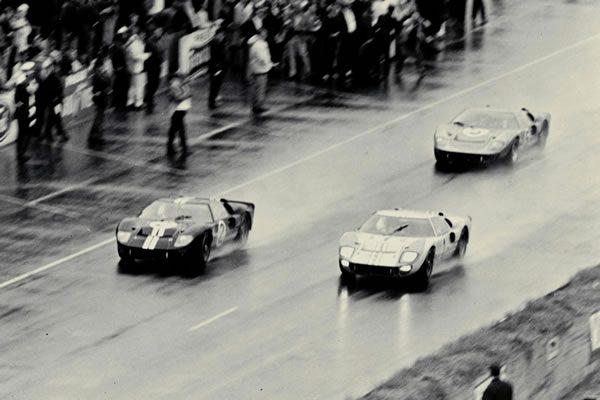 1966年にフォードGTがルマン優勝した際の画像
