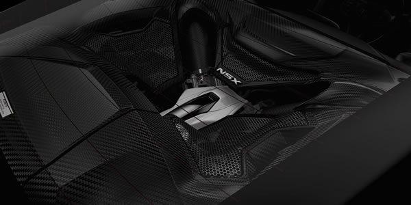新型NSXのエンジンカバー画像カーボン製