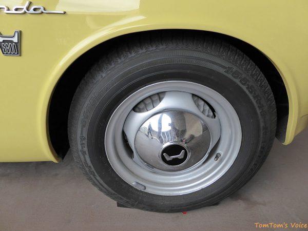 トヨタヒストリックガレージで展示中の1966年ホンダS800のフロントホイール