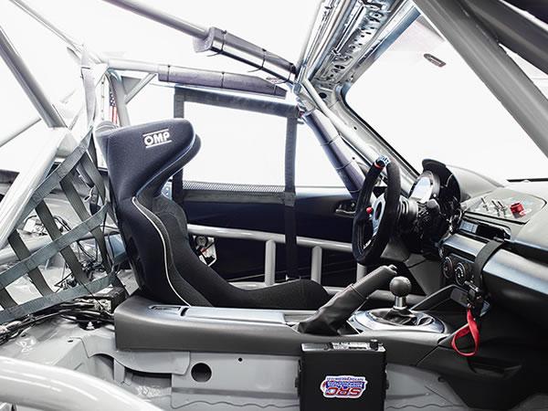 「GLOBAL MX-5 CUP仕様車」の室内からの画像