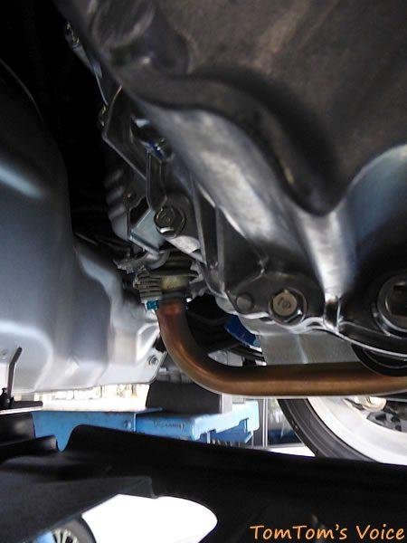 S660のエンジンの前側で触媒あたり
