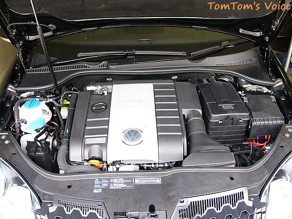ゴルフ5GTIピレリのエンジン画像