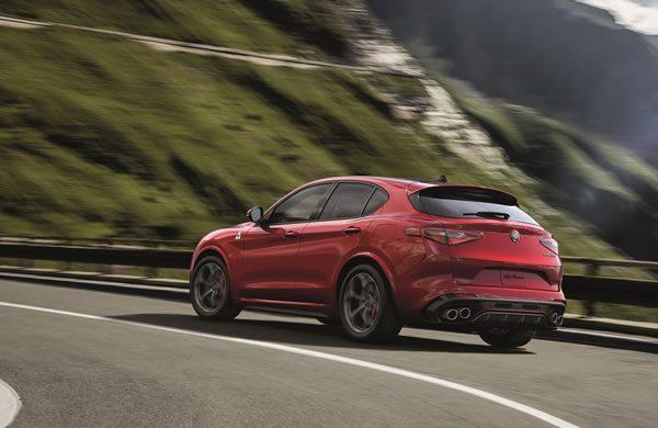 「Alfa Romeo Stelvio Quadrifoglio」のリア画像