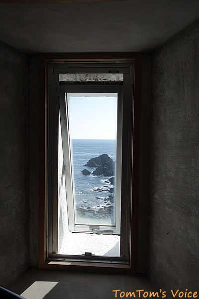 S660で行く熊野路、潮岬灯台の内部から外を望む