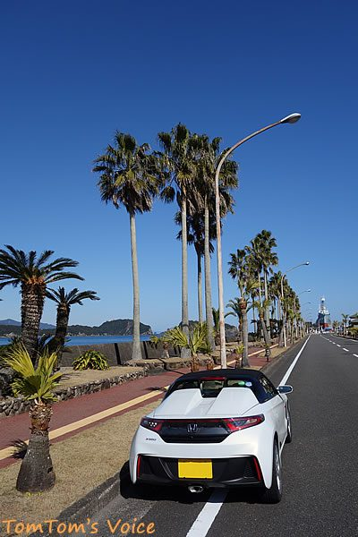 S660で行く熊野路、太地町のくじら博物館前の南国風な通り