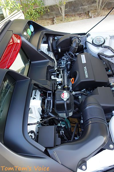 S660の洗車:S660のエンジンルームは水が上からかかることが想定されている