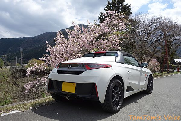 S660で行った遅い桜を探す京都美山町、美山町の大原神社の入り口にて