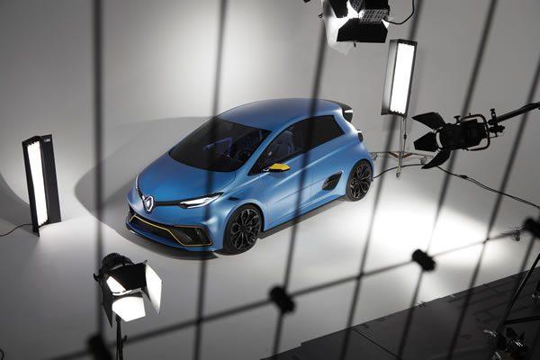 ルノー「Zoe e-Sport Concept」、リアルのフロント上部画像