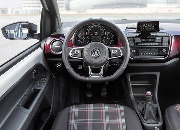 VW UP! GTIのインパネ