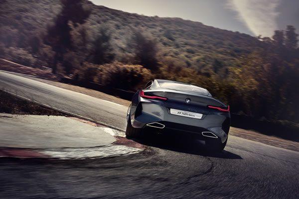 「BMW Concept 8 Series」のサーキット走行リア