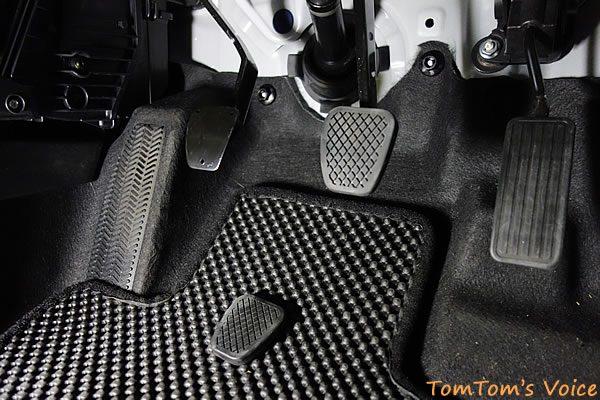 S660のクラッペダル改善、ノーマルのクラッチペダルカバーを取り外し