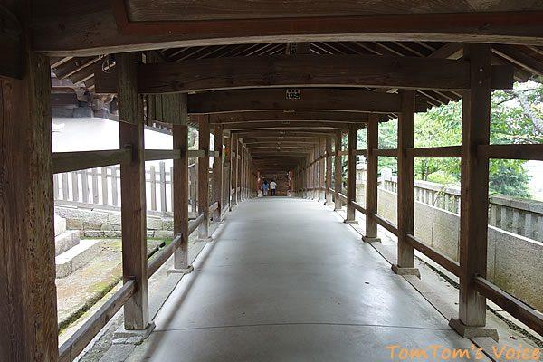 S660で行く桃太郎伝説を訪ねる弾丸ツアー、吉備津神社の回廊ここを通って釜殿へ行ける