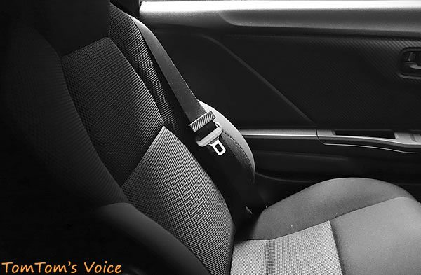 S660の助手席 できればきれいな若い女性に乗って欲しいが…