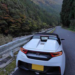 山岳路で車線を守れない=下手くそドライバー という判断