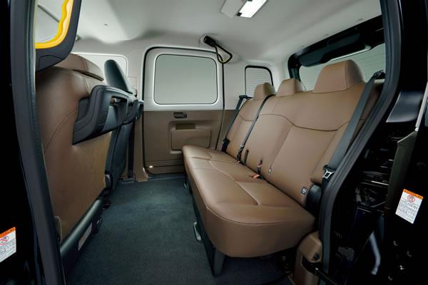 トヨタJPN TAXIの後部座席