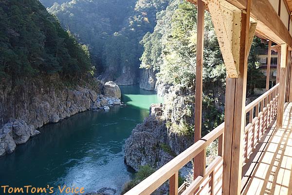 瀞ホテルの2階から望む瀞峡の景観