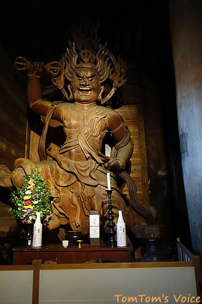 吉野山の金峰山寺の蔵王堂にある役行者がお作りになった蔵王権現像