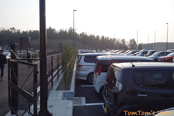 従業員駐車場を開放して対応していた