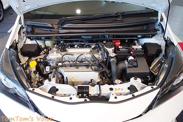 Vitz GRMNのエンジンルームは一切装飾がない