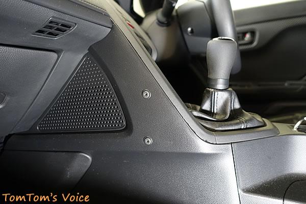 S660に備わるドリンクホルダー用の台座、自転車用と同じピッチとボルトだ
