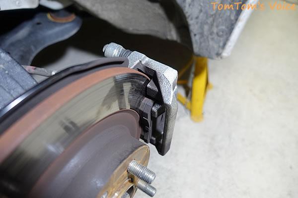 S660でのディクセル「ES type」での13,000km走行後のフロント左ブレーキパッドの状態
