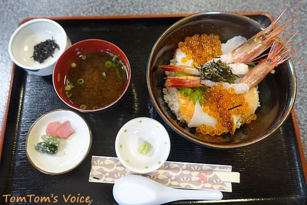 日本海で海鮮丼にありつく