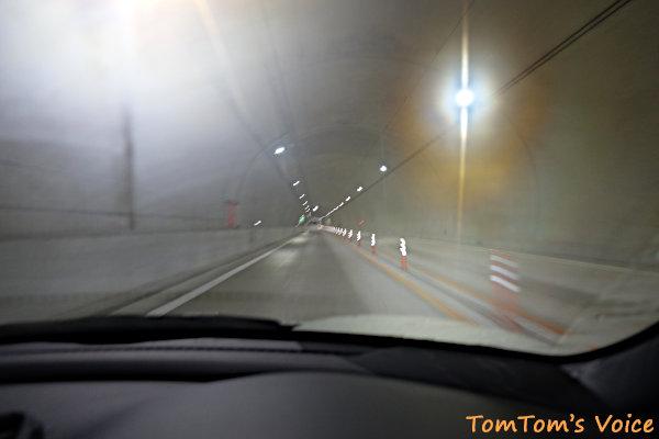20190615津山行き、大雨のせいでトンネルの中の湿度は最高潮
