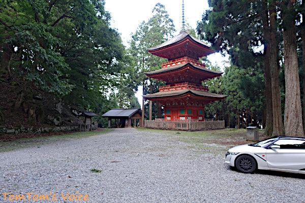 標高約1000mにある名草神社の三重塔、1665年に出雲大社より移築、国の重要文化財