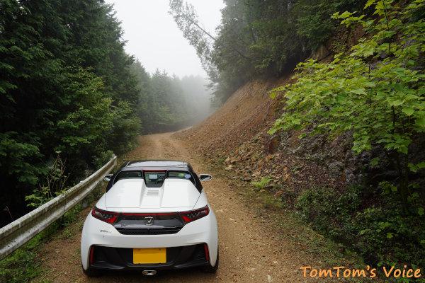 20200704分岐から先は細い普通のダート林道となるが比較的路面状況は良い