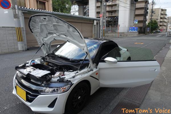 S660でバースト、大阪の町中で自走不可となった、パンク修理剤で対応中